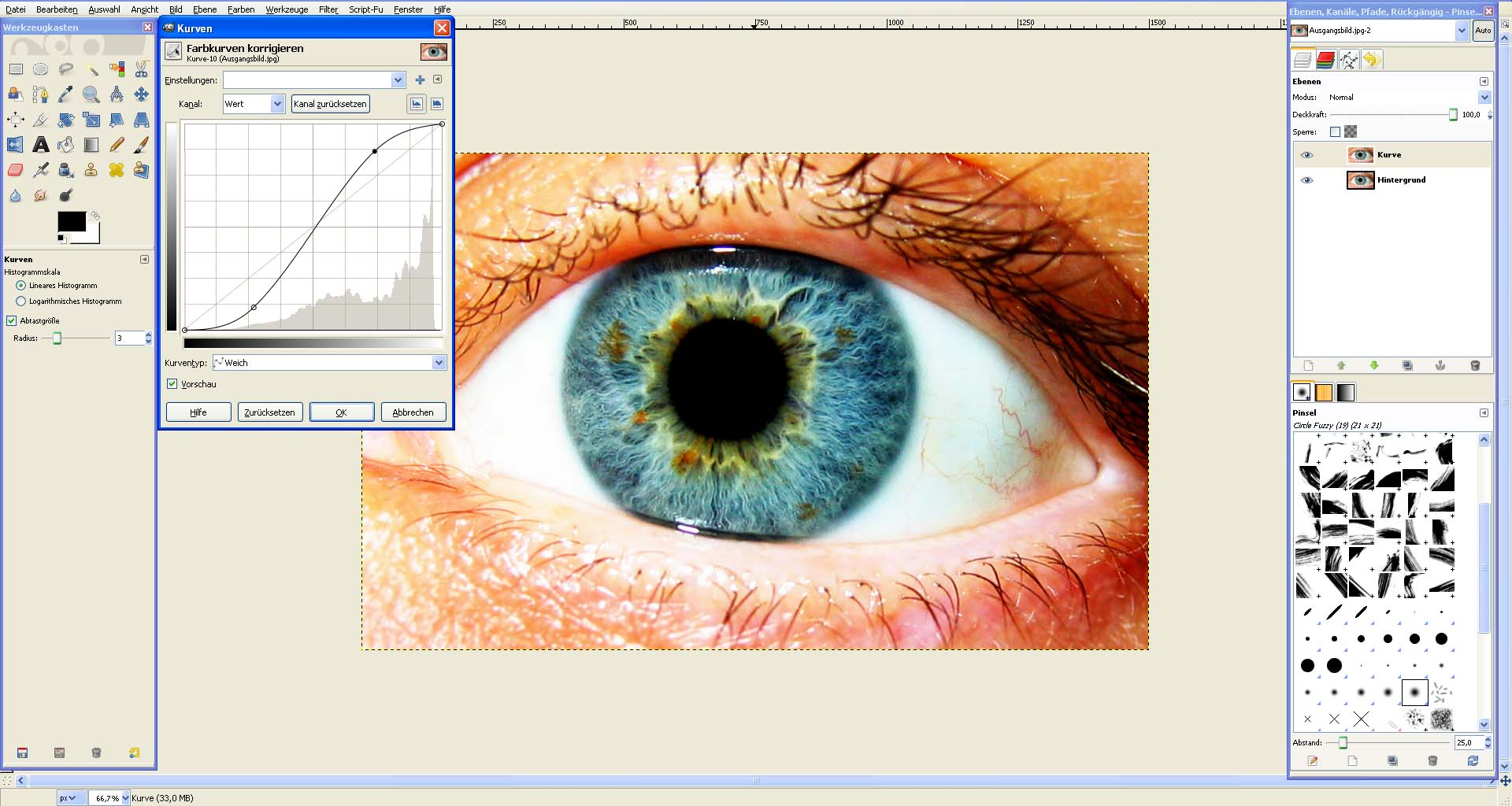 Wie den kosmetischen Bleistift für die Augen zu benutzen