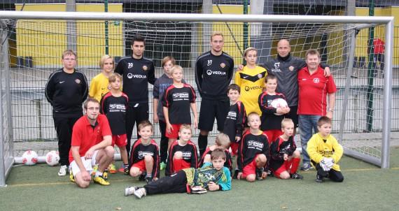 Erinnerungsfoto mit der F-Jugend des SV Lok Nossen