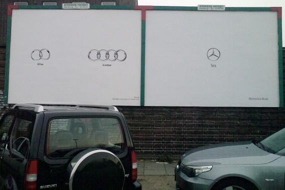 Außenwerbung - Audi vs. Mercedes Plakat