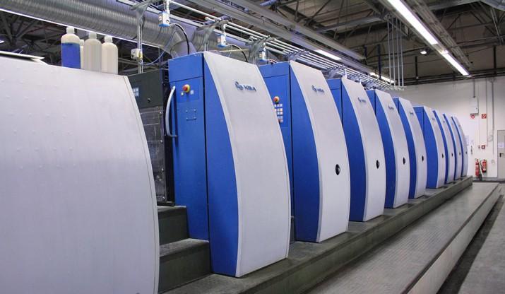 Lackwerk und Farbwerke einer Offset-Druckmaschine