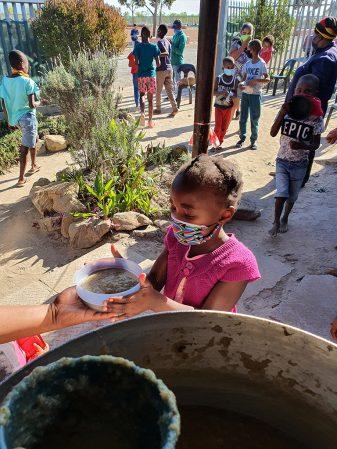 SAXOPRINT spendet Gesichtsvisiere für Menschen in Südafrika (1)